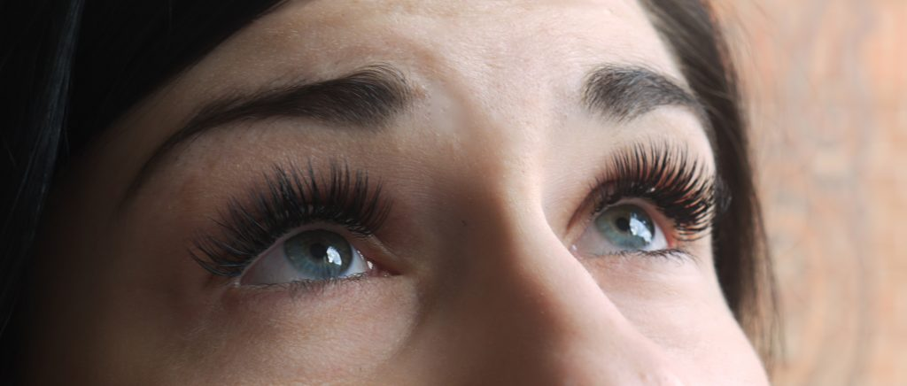 eyelashes, eyelash extensions, zoe steward, queen of hearts beauty, tropic, hitchen, nails, make up